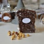Plaque aux noisettes, chocolat noir 65 %