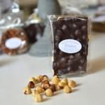 Plaque aux noisettes, chocolat noir 79 %